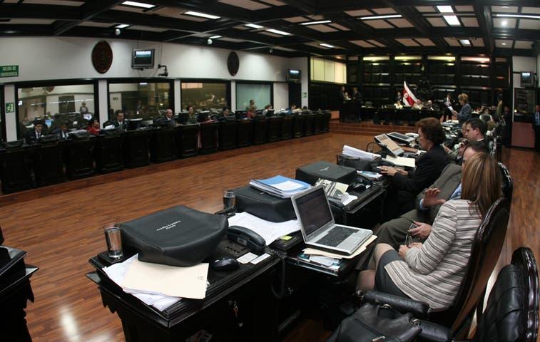 Ejecutivo envía In Vitro y 99 proyectos más a discutir en la Asamblea