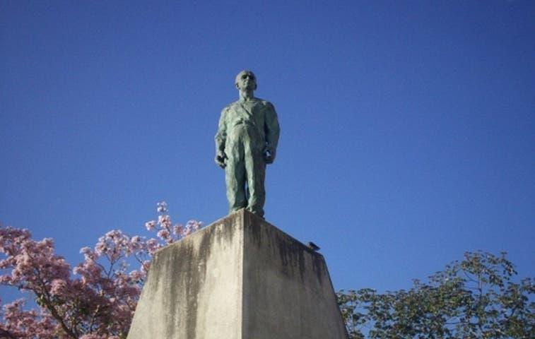 Solís mandó a reubicar estatua de José Figueres Ferrer