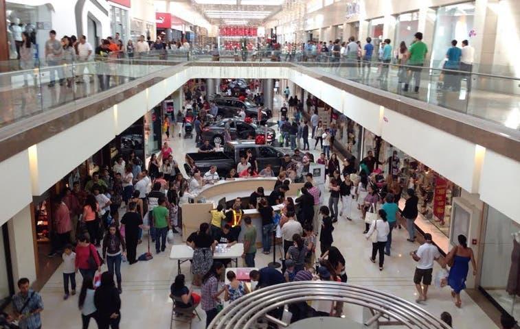 Se empiezan a llenar centros comerciales
