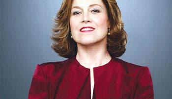 Sigourney Weaver se rinde a la fantasía de Bayona