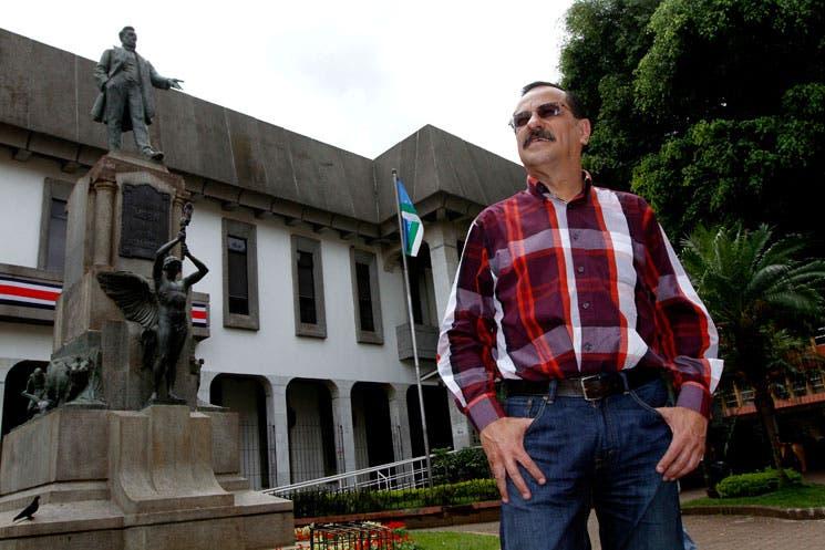 Empresarios y sindicatos presionan a Solís