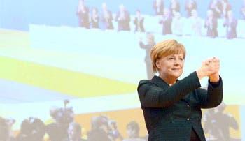 Merkel figura como un antídoto contra la crisis y la izquierda