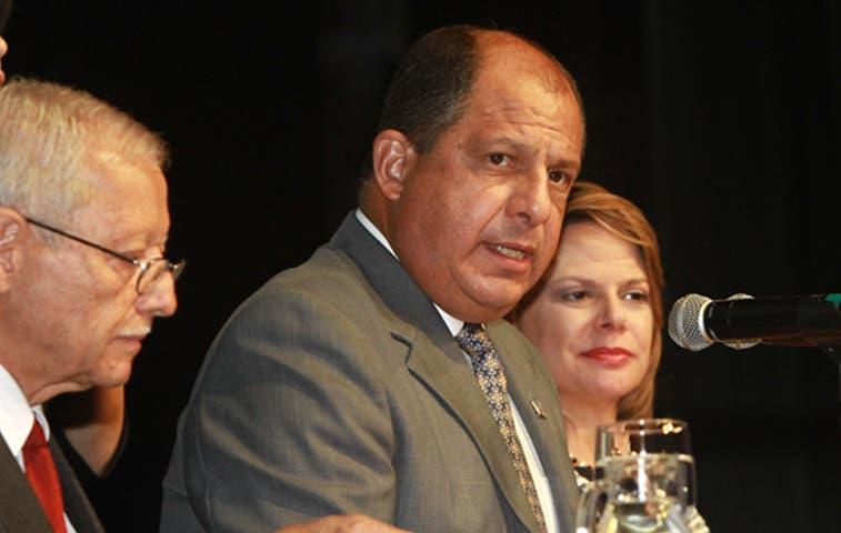 Solís y Araya citados en caso de corrupción en Brasil