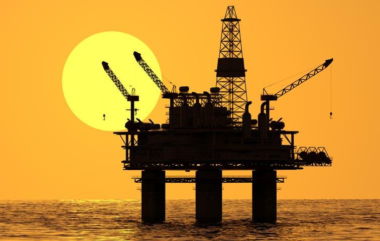 El petróleo de Texas sube dos centavos pero sigue por debajo de $56
