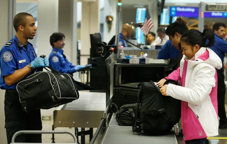 EE.UU. aumenta seguridad en aeropuertos tras ataque en Francia