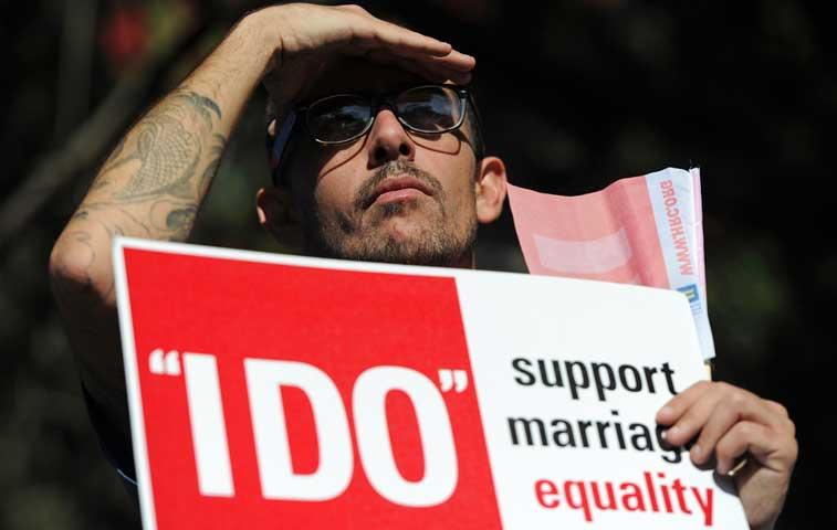 EE.UU. evaluará legalidad del matrimonio gay