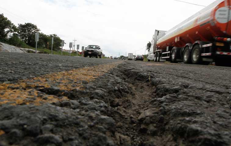 Cámara de Construcción recomienda mantenimiento vial en tres rutas principales
