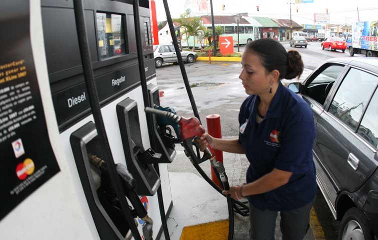 Demanda de combustibles creció un 2,12% en el país