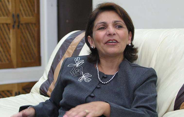 """Embajadora en Bolivia llama """"servil"""" a procuradora"""