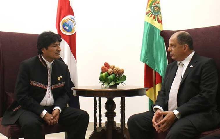 Solís está en Bolivia para asistir a investidura de Morales
