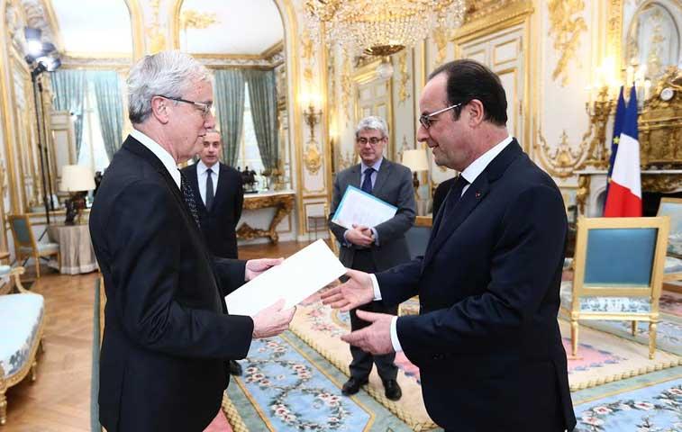 Embajador tico en Francia presentó credenciales y se reunió con Hollande