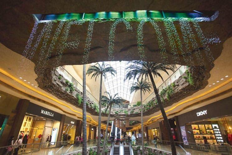 Compradores chinos cambian centros comerciales por la web
