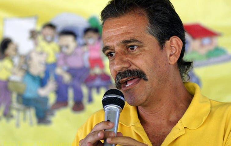Renuncia Ronal Vargas, diputado del Frente Amplio
