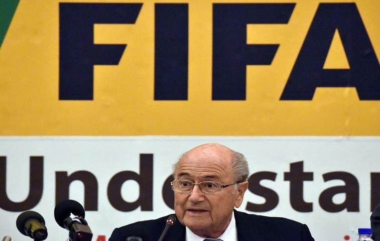 FIFA admite candidaturas de Blatter, al Hussein, Figo y van Praag