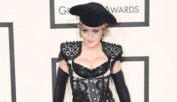 La extravagante alfombra roja de los Grammy