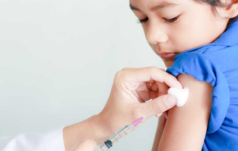 Niños deberán vacunarse contra el sarampión si viajan a Estados Unidos