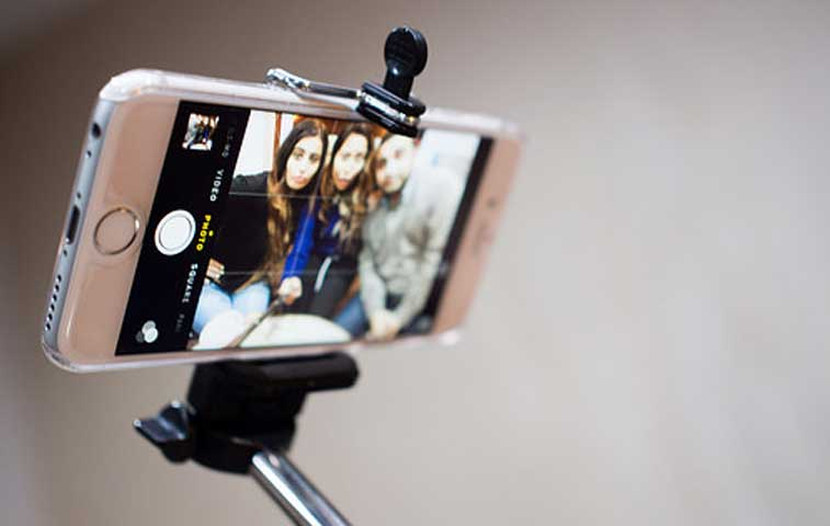 Museos inician batalla contra uso del selfie stick