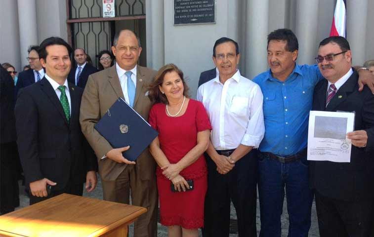 Solís firma fideicomiso para ampliar ruta San José-San Ramón