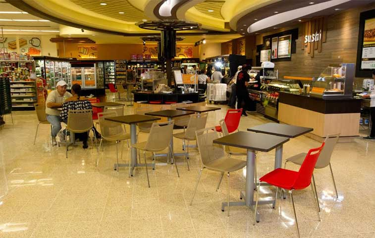 Auto Mercado amplía servicios y ofrece centro de comidas