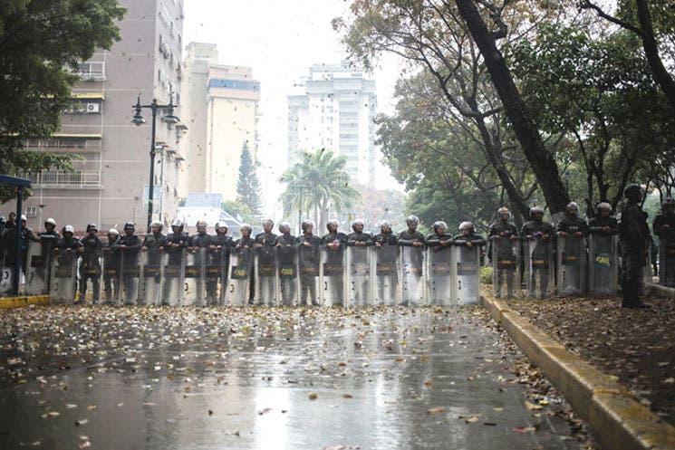 Ledezma pide desde celda evaluar vía para renuncia de Maduro