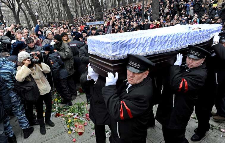 Líder de Pussy Riot asistió a obras fúnebres de Borís Nemtsov