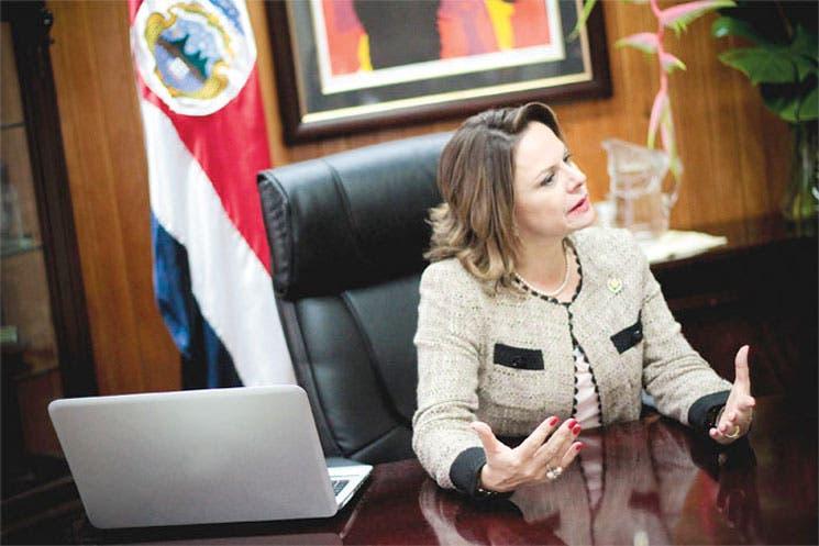 """Ana Helena Chacón: """"Tenemos que luchar por nosotras mismas"""""""