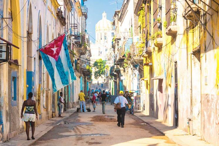 """Cuba ofrece """"apoyo incondicional"""" a Venezuela en conflicto con EE.UU."""