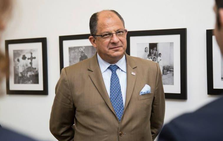 Oposición exige a Solís amarrarse la faja antes de impuestos