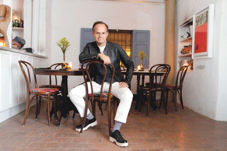 Saúl E. Méndez incursionaría en negocio hotelero