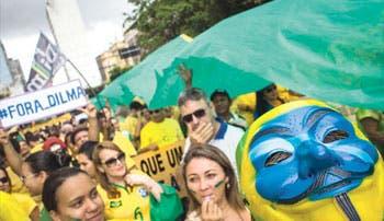 Brasileños piden salida de Rousseff
