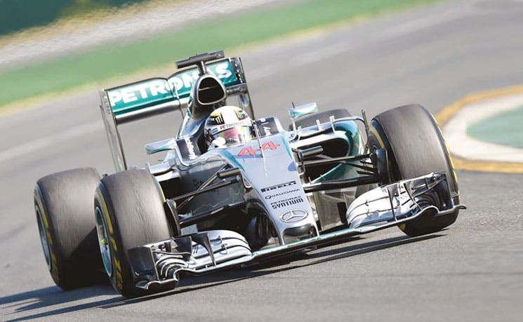 Mercedes entró arrollando