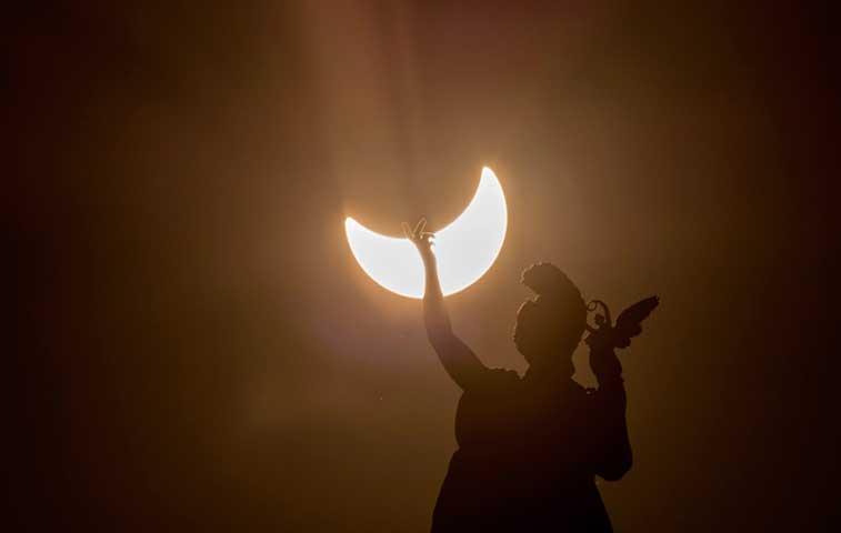 Eclipse solar atrajo miles turistas al norte de Europa