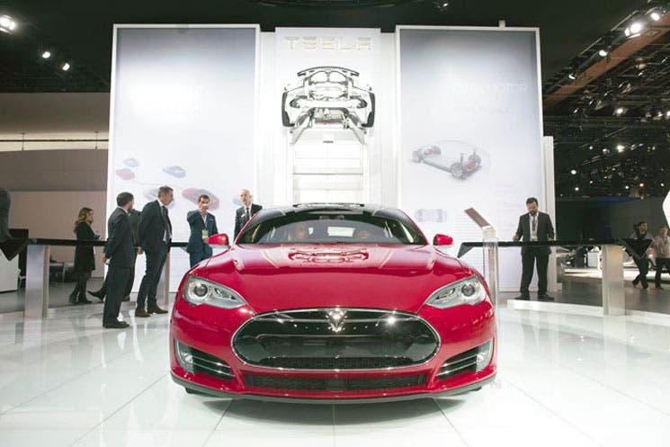 Actualización de software distingue a Tesla