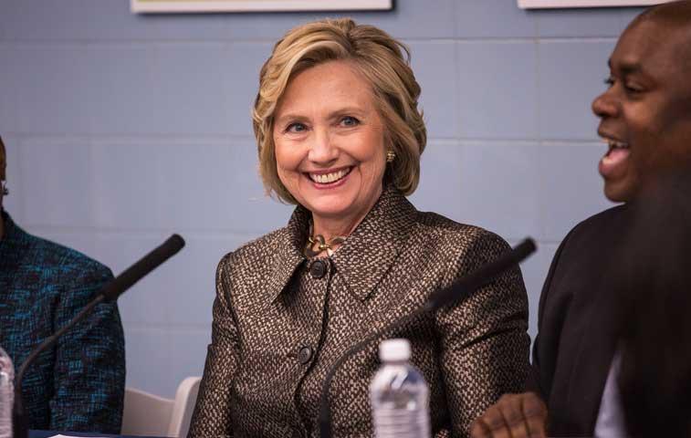 Hillary Clinton anunciará candidatura en redes sociales