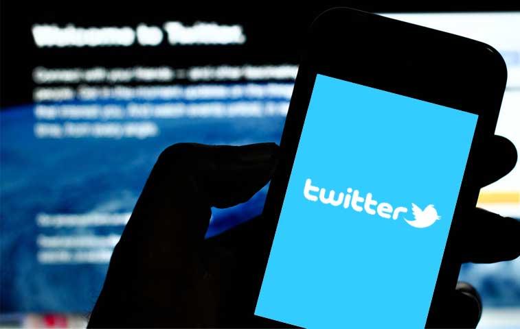 Obispos reclaman por tuits de funcionaria de Presidencia