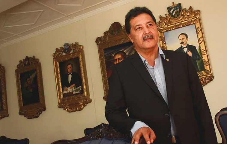 """Morales Zapata: """"Melvin aportaría más desde otro rol"""""""