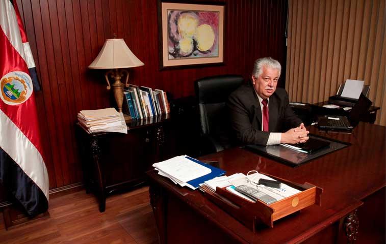 Solís pide salida a Melvin Jiménez y mañana anunciará su reemplazo