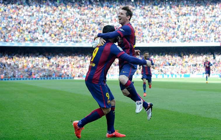Messi llega a 400 goles y el Barça se aferra a la cima