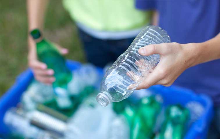 Científicos nacionales convierten desechos plásticos en combustible