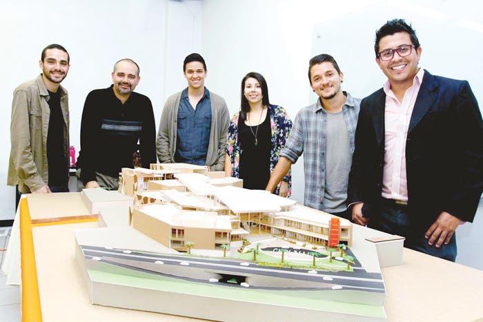 Estudiantes de U Latina presentan maqueta de City Mall