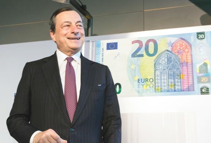 Caída del euro se detiene conforme dinero de Draghi