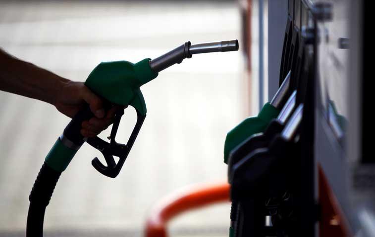 Combustibles bajarán de precio en mayo