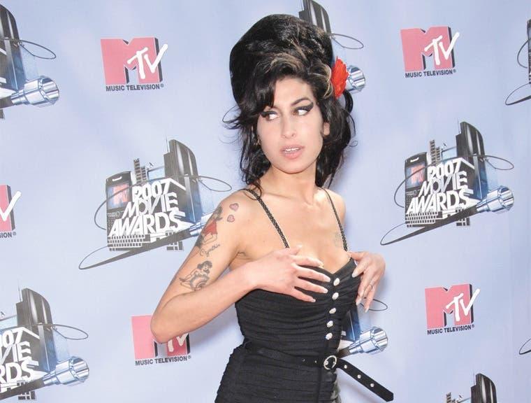 "Familia de Amy Winehouse tacha de ""engañoso"" documental"