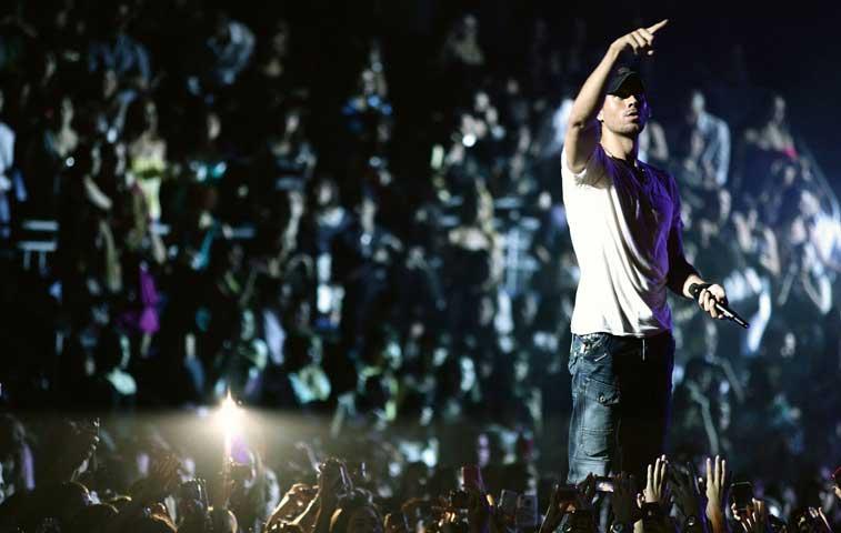 Ya inició montaje de show que dará Enrique Iglesias