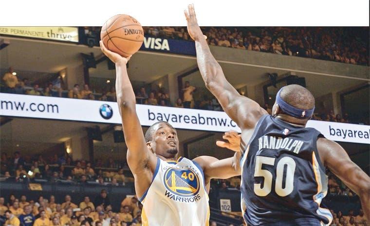 Warriors golpean primero