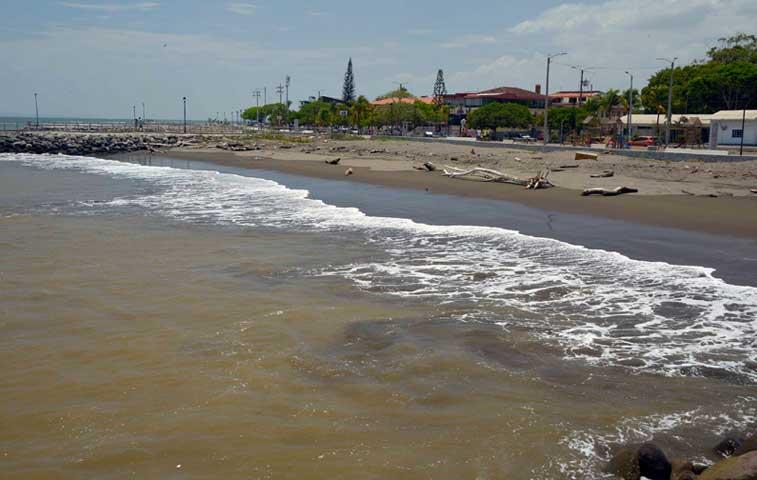 MOPT denunciará a empresa que derramó nitrato de amonio en Puntarenas