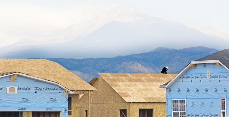 Caída de materias primas en Sudamérica impulsa gasto público en vivienda