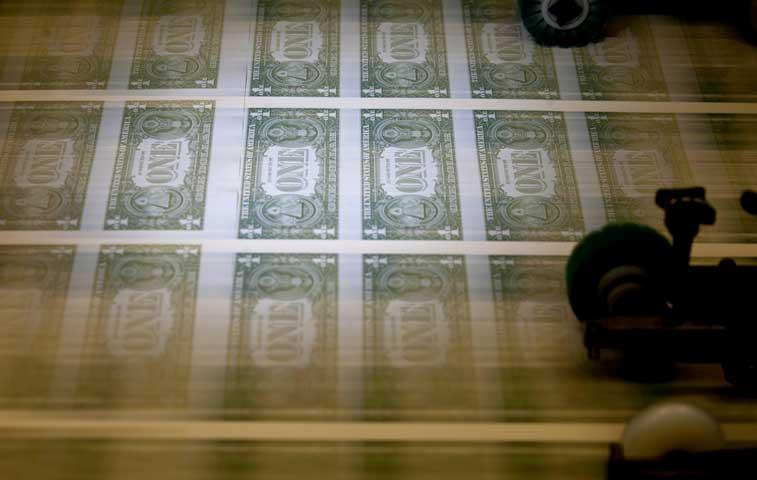 Dólar sufre conforme deflación transforma perdedores en ganadores