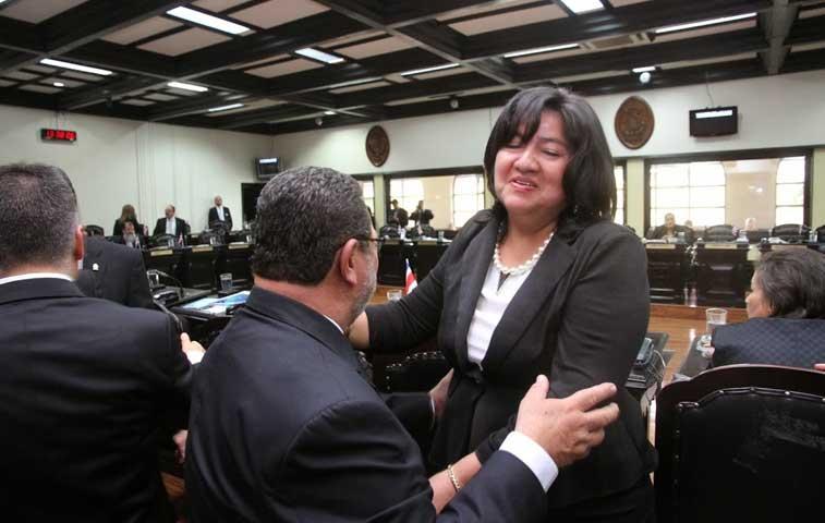 Oposición puso a diputada del PAC a dirigir comisión