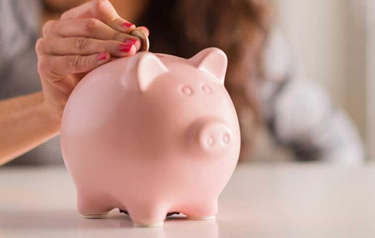 Mitad de ticos ahorran, pero ahorran poco